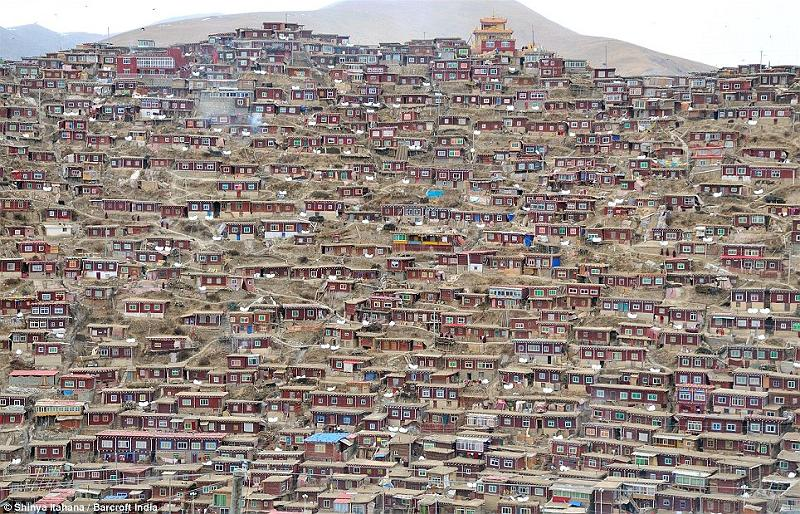 Khu tu viện có 40.000 Tăng Ni (2)